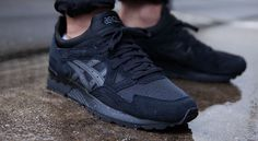 The Asics Gel Lyte V is back in black. Asics has been dominating summer 2015 with their in-house colorway options. The retro running imprint has had a keen eye for what works on their lifestyle classics, and with the Gel … Continue reading → Sneakers Mode, Sneakers Fashion, Fashion Shoes, Discount Sneakers, All Black Sneakers, Mens Fashion, Me Too Shoes, Men Sneakers, Girls Shoes