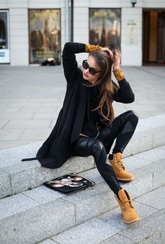 Tips para que tus Timberland hagan match con tus outfits formales Source by formales Timberland Outfits Women, Timberland Boots Outfit, Timberlands, Black Boots Outfit, Tan Boots, Timberland Style, Timberland Fashion, Cute Winter Outfits, Trendy Outfits