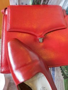 Tutorial: How to dye leather shoes & handbags by the dreamstress