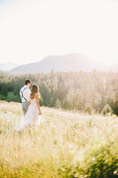 Outdoor Montana wedding venue with mountain views  | glacierparkweddings.com | Photo by Cluney Photo #mountainwedding #Montana #GlacierNationalPark