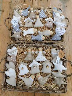 Ď A K U J E M svojim milým zákazníčkam za krásnu sezónu 2018. Som Vám zo srdca vďačná, že sa ku mne stále vraciate a viete oceniť poctivú ručnú robotu. Len s Vami je mi umožnené robiť túto ... Sewn Christmas Ornaments, Christmas Tree Toy, Christmas Wrapping, Christmas Projects, Felt Crafts, Christmas Crafts, Felt Decorations, Christmas Decorations, Shabby Chic Crafts