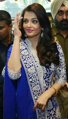 Could Aishwarya Rai be any more stunning?On Sunday, the flawless Bollywood actress attended the launch of a Kalyan Jewellers store in Punjab, India, wearing a vibrant blue and white embr. Men's Fashion, Fashion Week, Asian Fashion, Fashion Beauty, Fashion Outfits, Actress Aishwarya Rai, Aishwarya Rai Bachchan, Bollywood Actors, Bollywood Fashion