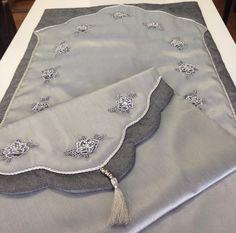 Bohça kenarı Prayer Mat Islam, Prayer Rug, Viking Tattoo Design, Viking Tattoos, Hand Embroidery, Embroidery Designs, Backpack Tutorial, Desi Wedding Decor, Moda Emo