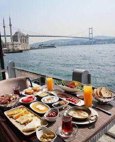 Brunch with a view ~ Istanbul, Turkey. Turkish Breakfast, Breakfast Time, Think Food, Love Food, Kitchen Plates Set, Comida Picnic, Breakfast Around The World, Brunch, Food Platters