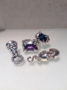 Crane Bell Pendant -Small- Chick Pendant Temple Ring -Amethyst- Temple Ring -London Blue Topaz-   London Blue Topazは一般的なBlue Topazよりも高価で珍しい宝石でございます。 Blue Topazは色の濃さによって名前が変わり、なかでもLondon Blue Topazが一番色の濃い物です。   その他の珍しいアイテムを青山店でご覧頂けます。 皆様のご来店をお待ちしております。   ロンワンズ青山 〒150-0001 東京都渋谷区神宮前3-6-1 TEL:03-5785-0766 OPEN 12:00 - CLOSE 20:00