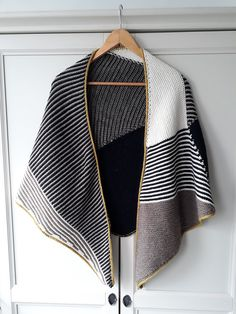Ravelry is a community site, an organizational tool, and a yarn & pattern database for knitters and crocheters. Cowl Scarf, Knit Cowl, Knitted Shawls, Shawl Patterns, Knitting Patterns, Simply Knitting, Knitting Magazine, Yarn Projects, Knit Or Crochet