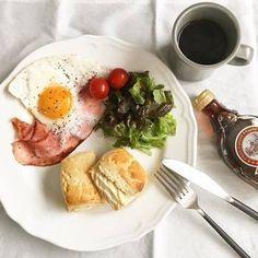 シンプルなホットビスケットは、朝食のワンプレートに加えやすいですね。
