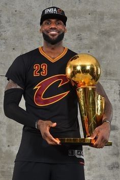 LeBron James of the Cleveland Cavaliers poses for a portrait after winning the NBA Championship against the Golden State Warriors during the 2016 NBA... Basketball Legends, Sports Basketball, Basketball Players, Sport Football, King Lebron James, Lebron James Lakers, King James, Lebron James Championship, Lebron James Cleveland