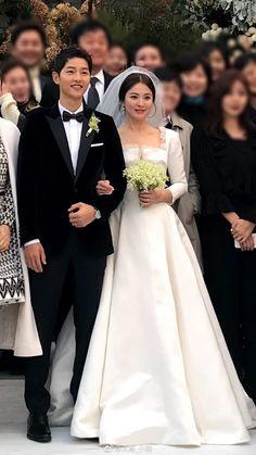 Song Joon Ki, Korean Wedding, Kim Taehyung Funny, Song Hye Kyo, Cool Girl Pictures, Pre Wedding Photoshoot, Wedding Party Dresses, Wedding Photography, Bride