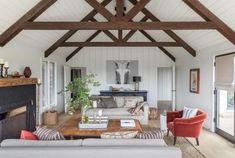 Beautiful Farmhouse Living Room Ideas! Find some of the best farmhouse themed living room decorations and designs that you can use for inspiration. We have modern farm home living rooms and more. Beige Living Rooms, Cottage Living Rooms, Living Room Decor, Cottage Interiors, Rustic Interiors, Bedroom Decor, Dining Room, Country Style Living Room, Room Style