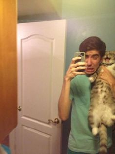 This cat who was forced to take a selfie. | 28 Cats Having A Way Worse Day Than You