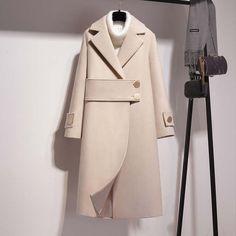 dress and coat outfit Winter Coats Women, Coats For Women, African Fashion Dresses, Fashion Outfits, Iranian Women Fashion, Merian, Mein Style, Winter Mode, Abaya Fashion