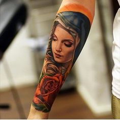 You can represent your eternal protection with an impressive guardian angel tattoo designs. Christian icons like guardian angels inspire the Jesus Tattoo, Chicano Tattoos, Body Art Tattoos, Tattoo Drawings, Santas Tattoo, Tattoo Maria, Religous Tattoo, Tattoo Avant Bras, Mother Mary Tattoos