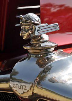1929 Stutz Model M, amazing instrument panel engraving Retro Cars, Vintage Cars, Antique Cars, Car Badges, Car Logos, Car Bonnet, Car Hood Ornaments, Radiator Cap, Automobile