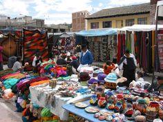 El mercado de artesanía de Otavalo ¿Qué se vende en este mercado? Si fueras al mercado, ¿Qué comprarías y por qué?
