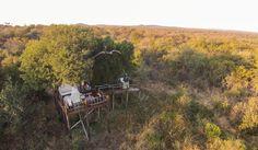 """Im intimen Garonga Safari Camp oder im exklusiven Little Garonga neben den üblichen Safariaktivitäten auch eine """"Safari für die Seele"""" erlebt, der genießt eine unerwartete Wellness-Dimension. Motto: Raus aus den ummauerten SPAs und rein in die Natur! Sei es ein Bad im Busch oder eine Massage mit Blick auf die vielfrequentierte Wasserstelle – immer ist es die Unmittelbarkeit der umgebenden Natur, die das Wellnesserlebnis von Garonga auf eine völlig neue Stufe hebt."""