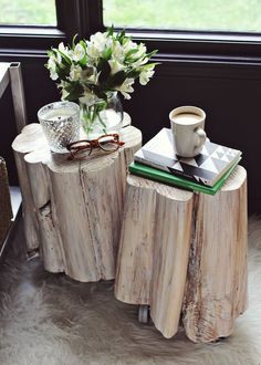 DIY Tree Stump side table from A Beautiful Mess Diy Design, Design Ideas, Design Room, Creative Design, Tree Stump Side Table, Side Tables, Wood Tables, Trunk Table, Table Legs
