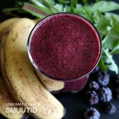 VÕILILLE-PÕLDMARJA SMUUTI: 2 banaani, 1 tass põldmarju, 1 tass vett, 1 tass tükeldatud võilille lehti (50g). Blenderda ja naudi. Terviseks!