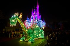 Main Street Electrical Parade // omg I've seen this before, it is amazing. They don't do it anymore though :((((