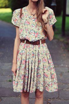 jolie petite robe printanière. Jolie Petite Robe, Robe Chemisier, Foulard,  Retro Mode e78a2383e11