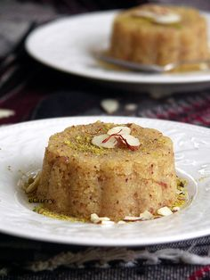Semolina and Almond Halwa. Semolina and Almond Halwa - a delicious confection redolent of cardamom and saffron. Indian Desserts, Indian Sweets, Easy Desserts, Indian Food Recipes, Vegetarian Recipes, Indian Snacks, Dessert Simple, Sweets Recipes, Baking Recipes