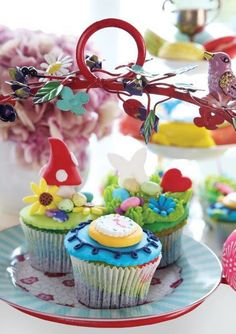 How sweet are these Alice in Wonderland cupcakes? Alice In Wonderland Cupcakes, Easter 2014, Vanille Cupcakes, Baking, Sweet, Desserts, Blog, Postres, Patisserie