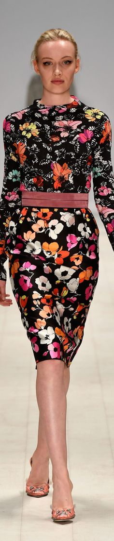Oscar de la Renta resort Mercedes Benz Fashion Week Australia ♦F&I♦ Fashion Moda, Fashion 2017, New Fashion, Runway Fashion, High Fashion, Womens Fashion, Fashion Trends, Floral Fashion, Colorful Fashion