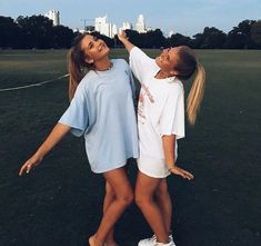 living for these bff pics Photo Best Friends, Best Friend Fotos, Cute Friends, Best Friends Forever, Bff Pics, Cute Friend Pictures, Family Pictures, Funny Pictures, Fotografie Portraits