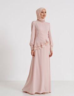 Latest Frill Abaya Style That Will Love You – Girls Hijab Style & Hijab Fashion Ideas Abaya Fashion, Vogue Fashion, Modest Fashion, Fashion Dresses, Abaya Mode, Mode Hijab, Abaya Designs, Hijab Evening Dress, Hijab Stile