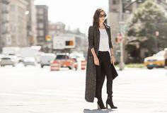 Long gilet (voir celui de chez zara) + t-shirt en lin blanc + jeans noir