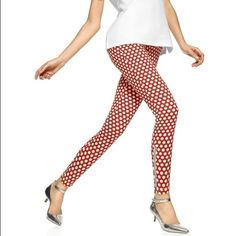 HUE Skimmer Polka Leggings NWT. Amazing fit! Real back pockets and ankle side zippers. 55% cotton. 34% polyester. 11% Spandex. Fits anyone sizes 4-6. HUE Pants Leggings