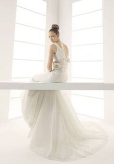 1.V-neck A-line Strapless Organza and Lace Elegant Wedding Dress  2.Elegant Wedding Dress with Bow on Back  3.Floor Length Wedding Dress with train