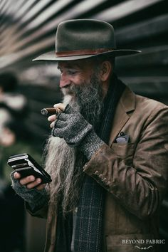 Rugged in essence Ph: Beyond Fabric - Beard Tips Estilo Hipster, Estilo Denim, Fashion Tag, Look Fashion, Mens Fashion, Fashion Menswear, Trendy Fashion, Rugged Style, Johnny Depp Pictures