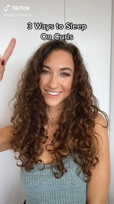 Big Curly Hair, Haircuts For Curly Hair, Curly Hair Tips, Curly Hair Care, Girl Haircuts, Curly Hair Styles, Curly Girl, Workout Hairstyles, Easy Hairstyles