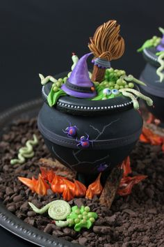 Recipes for a Sweet Life, Julia M Usher, Halloween cookies, how to make 3-D cookie cauldrons
