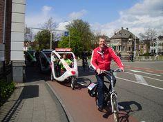 Wethouder Filip van As vertrekt met zijn fietsgroep richting Windesheim voor zijn fietsworkshop voor de Zwolsketiers.