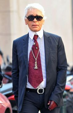 Who knew wide ties could be so fly? Chanel Paris, Coco Chanel, Karl Lagerfeld Choupette, Caroline Kennedy, Red Gloves, Chrome Hearts, Claudia Schiffer, T Shirt And Jeans, Strike A Pose