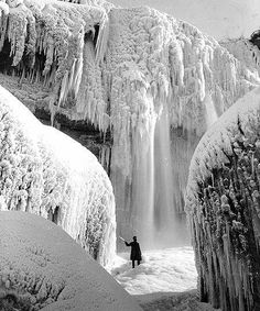 Niagra Falls in the Winter