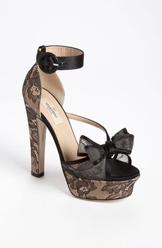 roses, lace, bows - it doesn't get girl-ier than this!!!