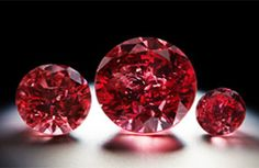 """These three fancy red diamonds are the highlights of the Argyle Pink Diamonds Tender, Rio Tinto's annual sale of natural pink, blue and red colored diamonds from its mine in Australia. The middle stone is a named the """"Argyle Phoenix. Argyle Pink Diamonds, Colored Diamonds, Argyle Diamond, Blue Diamonds, Diamond Mines, Diamond Dreams, Do It Yourself Jewelry, Rare Gemstones, Gems And Minerals"""