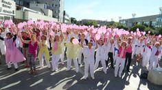 HOSPITAL UNIVERSITARIO LA PAZ - PINK GLOVE DANCE 2013 Si ganan el concurso lo destinarán a la lucha contra el cáncer. Votad.