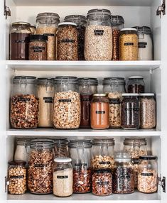 When your friend has enviable pantry-organisation skills 😱Think we might have to cancel all plans today for bulk-food… Kitchen Organization Pantry, Home Organisation, Organization Hacks, Organized Pantry, Pantry Storage, Pantry Diy, Pantry Labels, Kitchen Pantry Design, Kitchen Decor