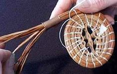 Needle Placement demo from Prim Pines Weaving Projects, Weaving Art, Pine Needle Crafts, Native American Baskets, Diy And Crafts, Arts And Crafts, Pine Needle Baskets, Newspaper Crafts, Pine Needles