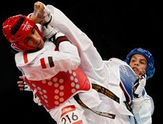 Men's Taekwondo  Yemen's Tameem Mohammed Ahmed Al-Kubati (L) fights against Colombia's Oscar Munoz during their men's -58kg quarterfinal taekwondo match at the ExCel venue during the London Olympic Games, on Aug. 8, 2012.