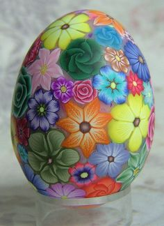 Angela Hickey: Millefiori Chicken Egg covered with polymer clay. Easter Egg Crafts, Easter Art, Bunny Crafts, Easter Decor, Easter Ideas, Arte Hippy, Incredible Eggs, Egg Shell Art, Carved Eggs