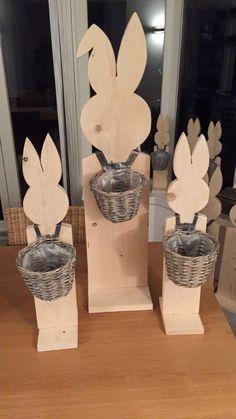 Paashazen gemaakt van hout