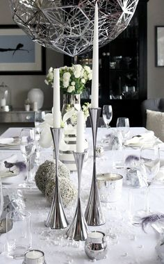 Tablesetting New Year, white, grey http://anettewillemine.com/happy-new-year/ http://www.tilbords.no/