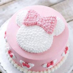 Today's post is about wonderful cakes in the Minnie Rosa version! Beautiful, sweet, delicate theme that is always on the rise ! Mimi Y Mickey, Bolo Do Mickey Mouse, Bolo Minnie, Minnie Mouse Birthday Cakes, Minnie Cake, Birthday Cake Girls, Mini Mouse Cake, Disney Cakes, Girl Cakes