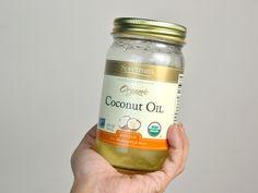 Usar aceite de coco es una maravillosa forma natural de hacer que tu pelo y piel estén suaves, radiantes y sanas. Tira tus acondicionadores, cremas para las bolsas de los ojos y lociones, ¡ya no las necesitarás! Un frasco de aceite de coco ...