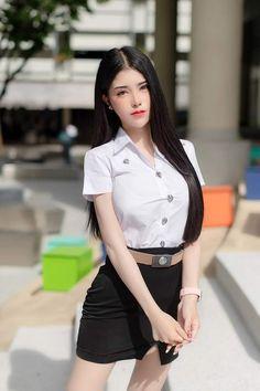 Cute Asian Girls, Beautiful Asian Girls, Cute Girls, Beautiful Women, University Girl, Good Student, College Girls, Sexy Women, Mini Skirts